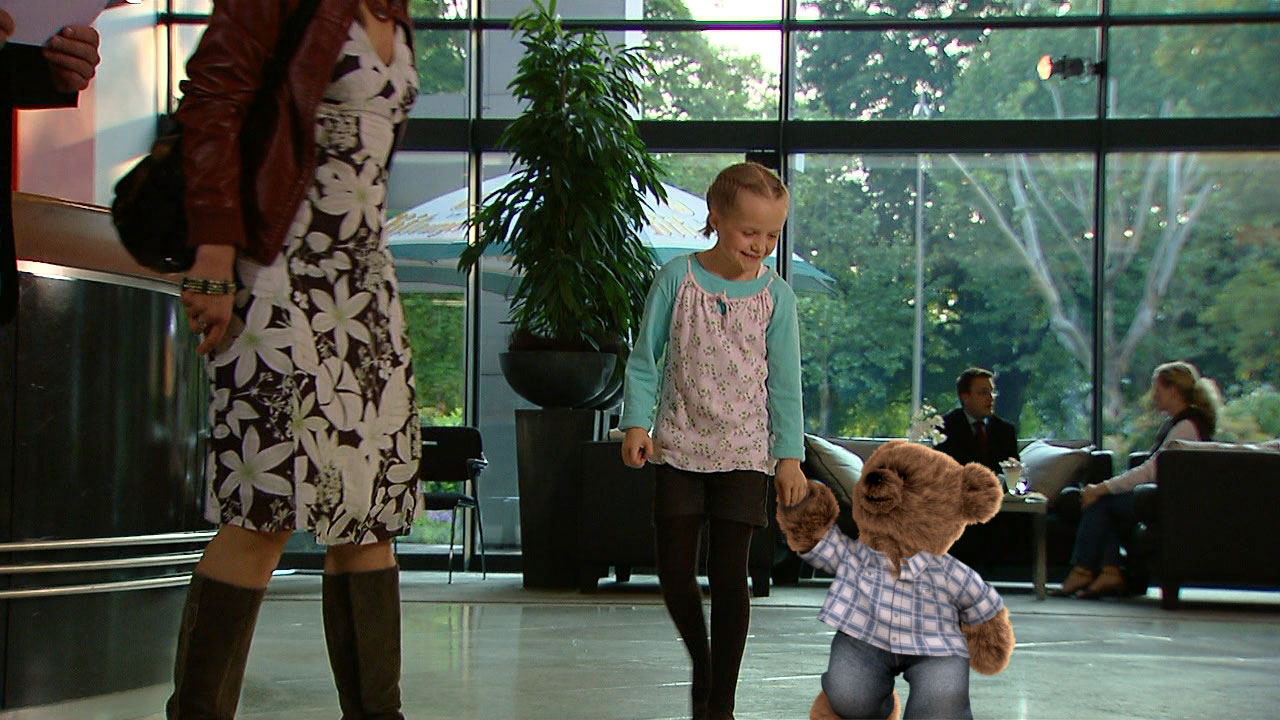 "3d-teddy-with-girl Camera tracking, Charakter ""Teddy for Dorint"""